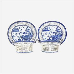 A pair of Chinese Export porcelain gilt-decorated blue