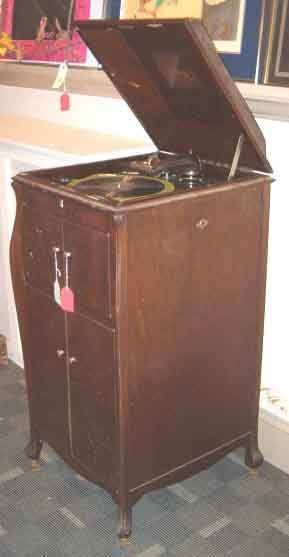 2012: Mahogany Case Victrola, 20th c., With a Mansard s