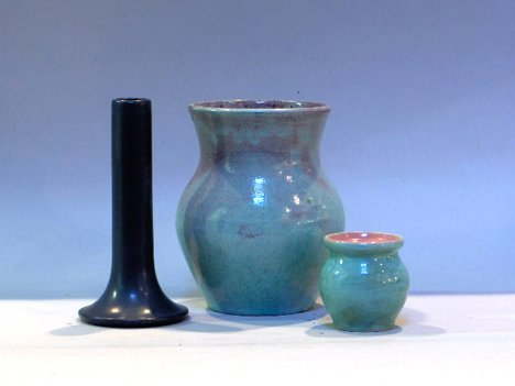 1011: MARBLEHEAD BUD VASE TOGETHER WITH TWO VASES Blue