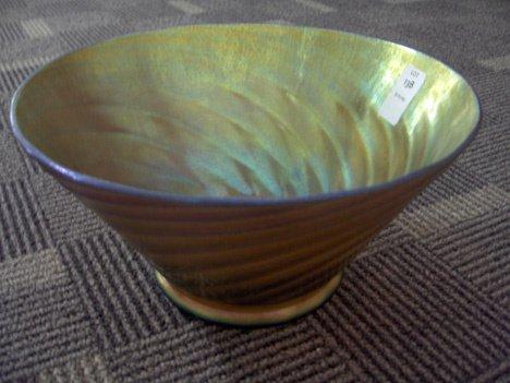 1013B: Steuben gold irridescent ribbed bowl, ,