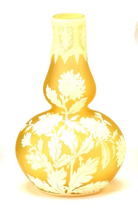 1013C: Webb yellow corsanthimum cabinet vase, ,