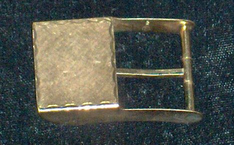 1022: 14 karat yellow gold belt buckle, , Textured and