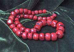 1088: Large rectangular red coral bead necklace, , Grad