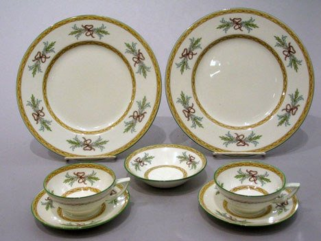 15: Mintons partial dinnerware service, Beverly patter