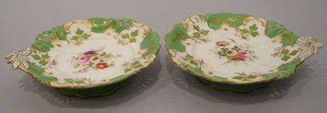 19: A Pair of English Porcelain Cake Plates, 19th centu