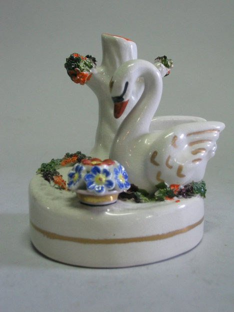 21002: Staffordshire pottery inkwell, late 19th century