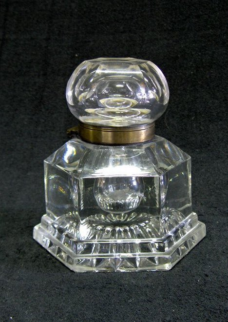 21006: Victorian glass inkwell, late 19th century, Of h