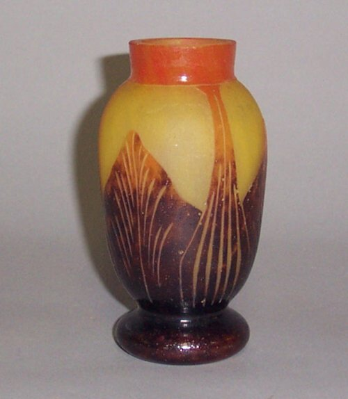 6: LE VERRE FRANCAIS CAMEO VASE  Blown and et