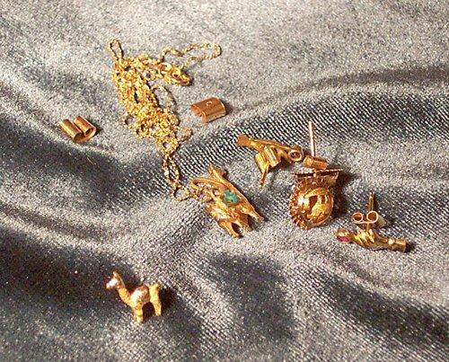 20: GROUP OF HIGH-KARAT GOLD EARRINGS