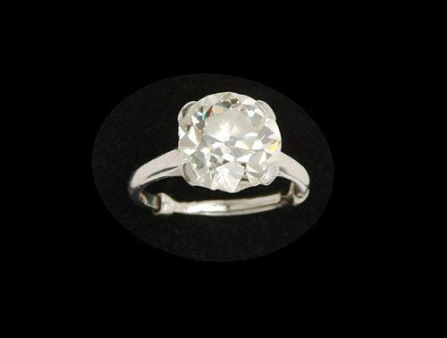 406: DIAMOND & PLATINUM SOLITAIRE RING