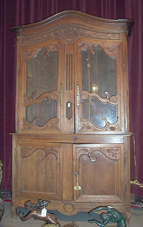 19: LOUIS XV PROVINCIAL PINE CUPBOARD Mid 18t