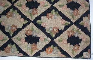 HOOKED CARPET Ca. 20th c. Approximately