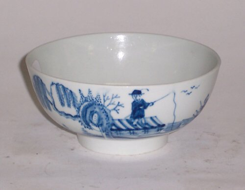 427: SMALL ENGLISH PORCELAIN BOWL Probably Ca