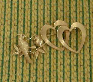 TWO PIECE GOLD PINS 20th c. In the form of a double