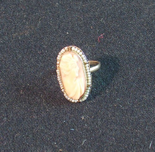 14: LADY'S 10K YELLOW GOLD RING Set with an oval pink c