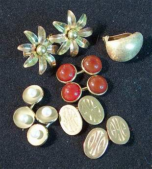 THREE PAIRS OF MEN'S GOLD CUFF LINKS, GOLD FLORAL S
