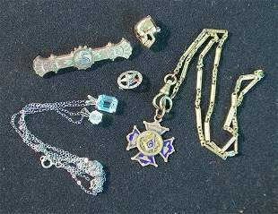 FIVE-PIECE JEWELRY LOT 20th c. Consisting of Victor