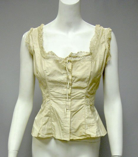 11007: R&G corset with three other lingerie items, circ