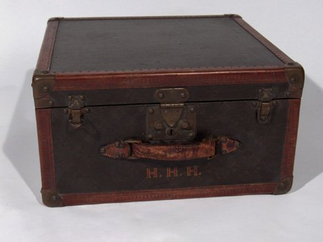 11511: Louis Vuitton suitcase, 20th century, With signa