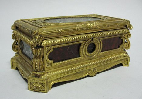 3458: French gilt bronze and marble bijouterie box, lat