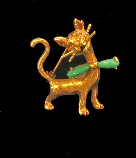 """21607: Yellow gold and jade cat"""" pin, , A yellow gold c"""