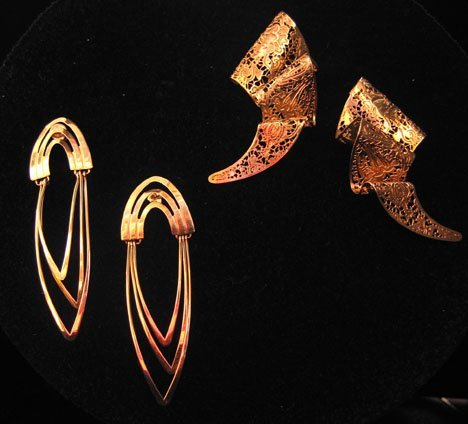 21612: Two Pairs of Yellow Gold Earrings, , One with gr