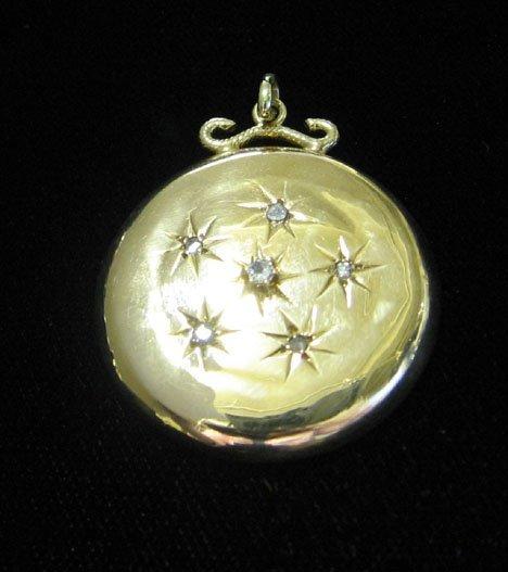 10: 14 k. Yellow Gold Pendant., , The round locket styl