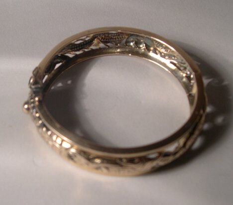 14K YELLOW GOLD BANGLE Openwork and chased with d