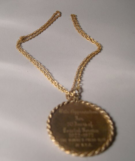 1009: 14K YELLOW GOLD CIRCULAR DISK PENDANT With rope f