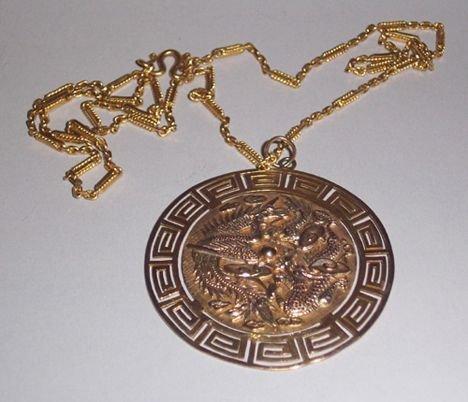 1012: GOLD PENDANT CHAIN The pendant designed as mythol