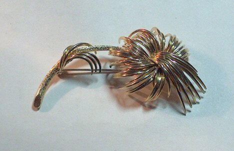 1015: 14K YELLOW GOLD PALM BRANCH PIN L: 2 7/8 in., Wt: