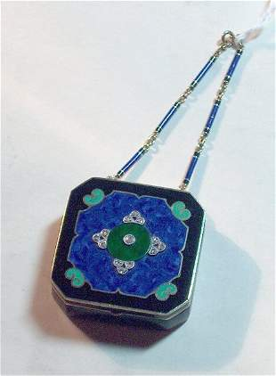 ART DECO COMPACT WITH CHAIN Square shape with cha