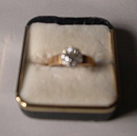 1167: YELLOW GOLD, & DIAMOND SOLITAIRE RING Round diamo