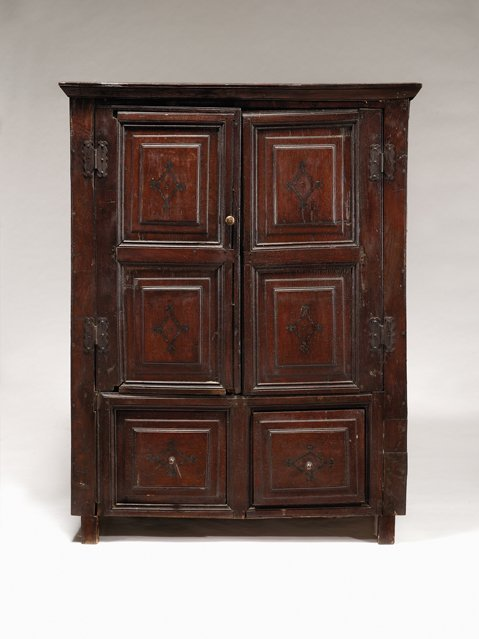 2022: English oak livery cupboard, late 17th century, T