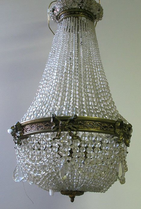 2593: Continental cut glass ceiling bag, early 20th cen