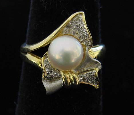 1004: 14k Yellow Gold, Pearl and Diamond Ring, , The la