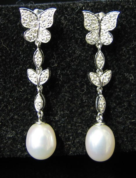 1010: 14K White Gold, Pearl and Diamond Drop Earrings,