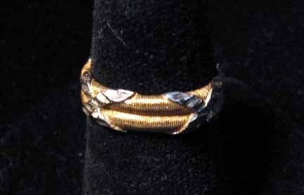 1010: 18 karat yellow gold and white gold double band,