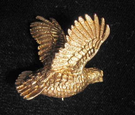 "1014: 14 karat yellow gold quail"" pin."