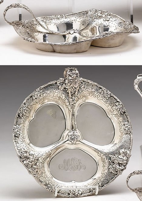 3003: Pair of sterling silver hors d'oeuvres dishes, le