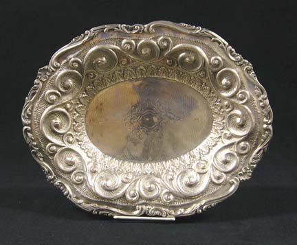 3022: Continental silver serving dish, 19th century, Th