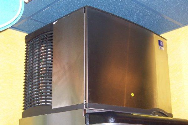 151: Manitowoc Ice Machine, bottom feed