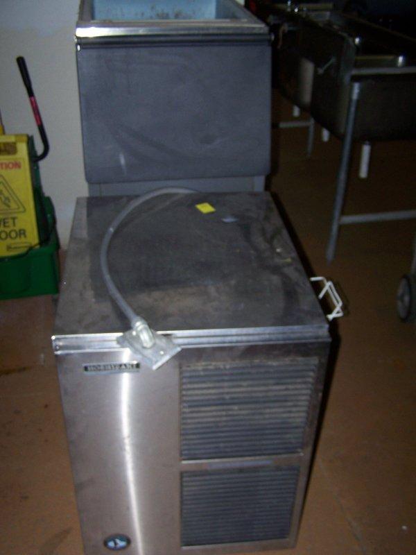 1175: Hoshizaki Ice Machine w/ Bin Model F-1000 MAE