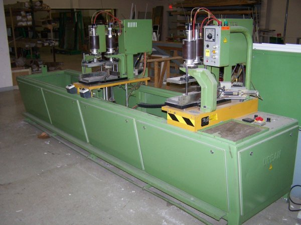2126: Sampson Urban Model AKS 4010   Twin Point Welder,
