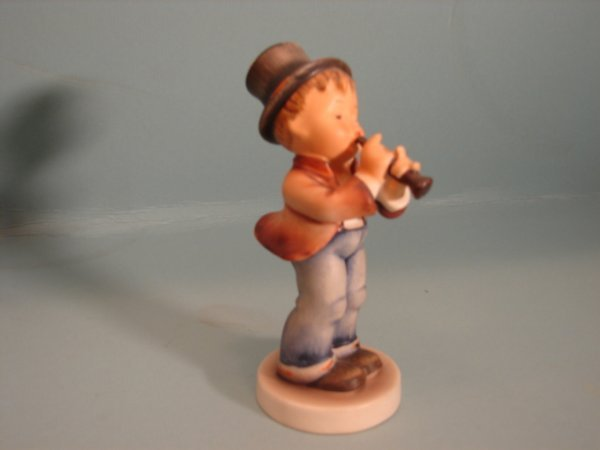 "3069: Hummel Figurine, ""Serenade"", 85/0, V with a full"