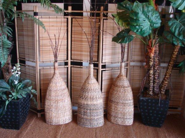 501: Large artificial ferns & bamboo screen