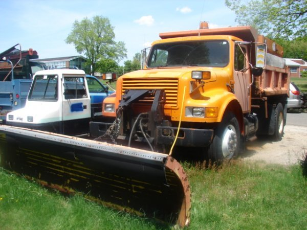 932: 1990 International 4900 Dump truck, 12' plow, dies