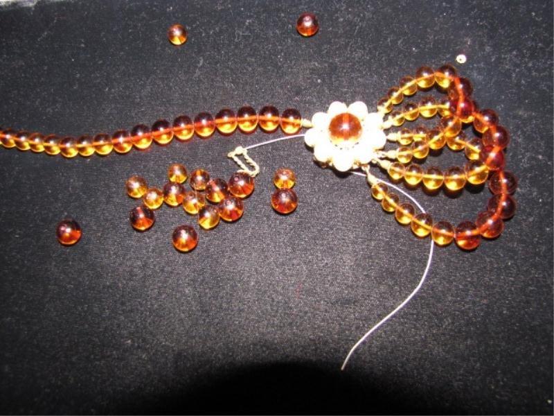 21: Vintage Bead Necklace - Loose Beads Needs Repair