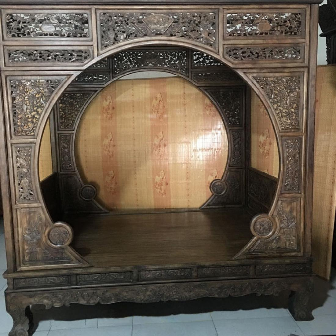 CHINESE QING DYNASTY HUANGHUALI MOON BED FRAME