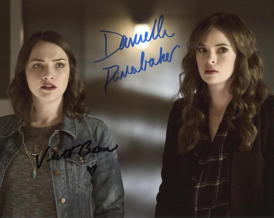 Danielle Panabaker / Violet Beane THE FLASH In Person